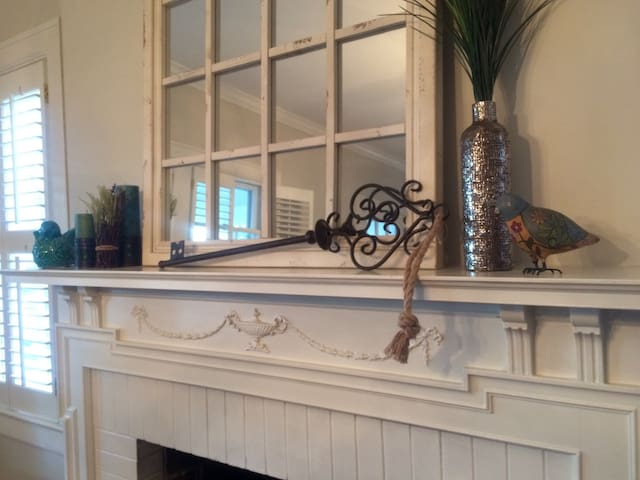 Charming Cottage Near Downtown! - Greensboro - Casa