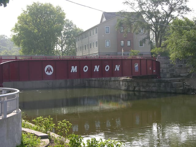 5 min walk to the Monon Walking Trail