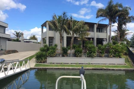Paradise on the canal - Pauanui