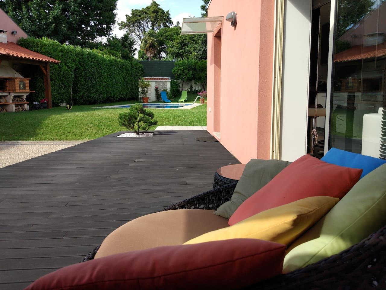 Deck exterior para relaxamento dos hóspedes