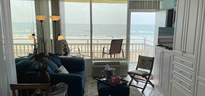 Oceanfront Studio- Can't get closer to the beach!