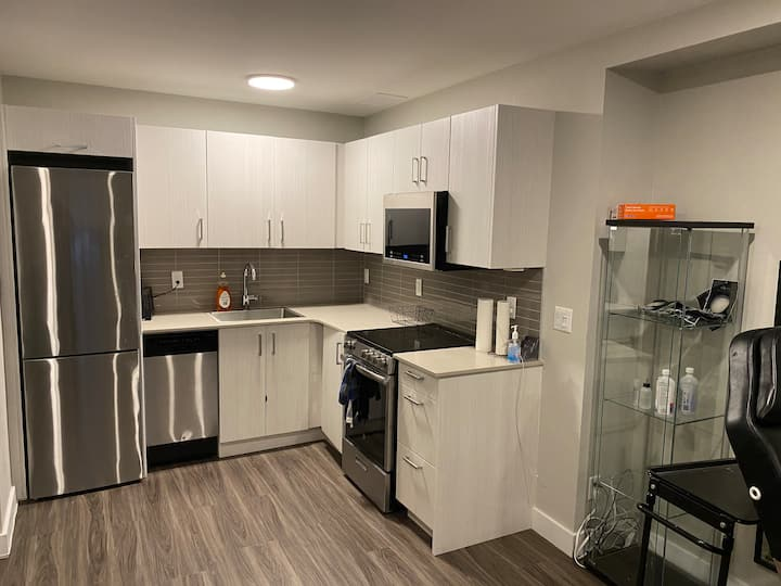 Beautifully renovated apartment Downtown Toronto!