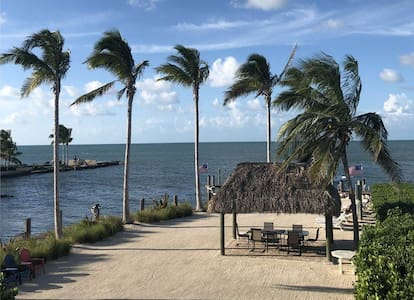 (# 1) Single Family Home w/ Own Private Pool, Dock Included