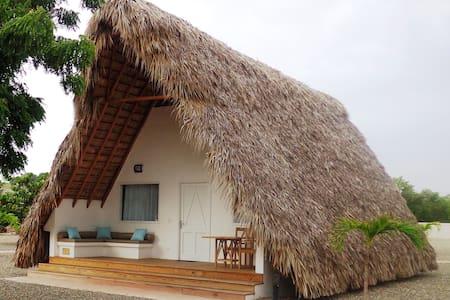 Bungalow luxe sur la belle plage - Punta Rucia