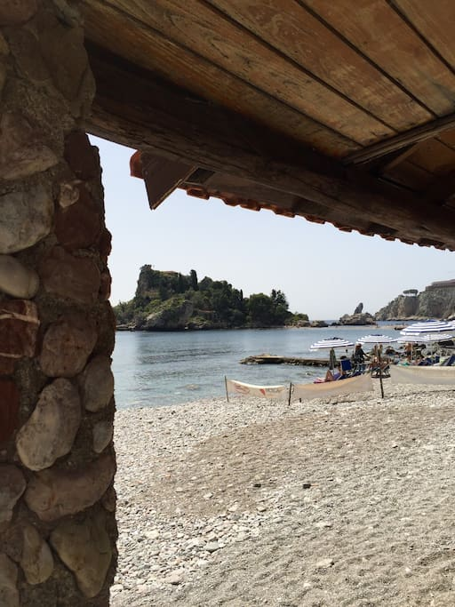 Isola bella (Taormina) raggiungibile in 10 minuti.