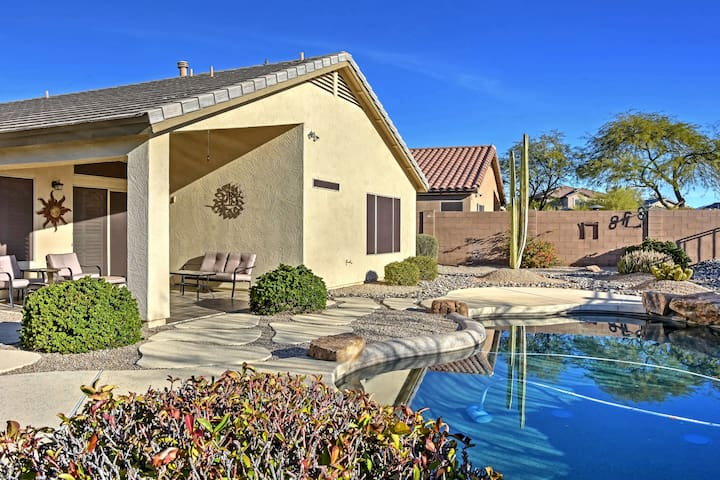 Updated Western Getaway w/ Private Outdoor Oasis!