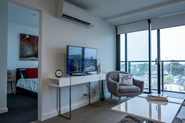 New 2 bed,a home away close to station,beach,CBD