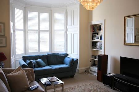 Beautiful Apartment in Polwarth area of Edinburgh