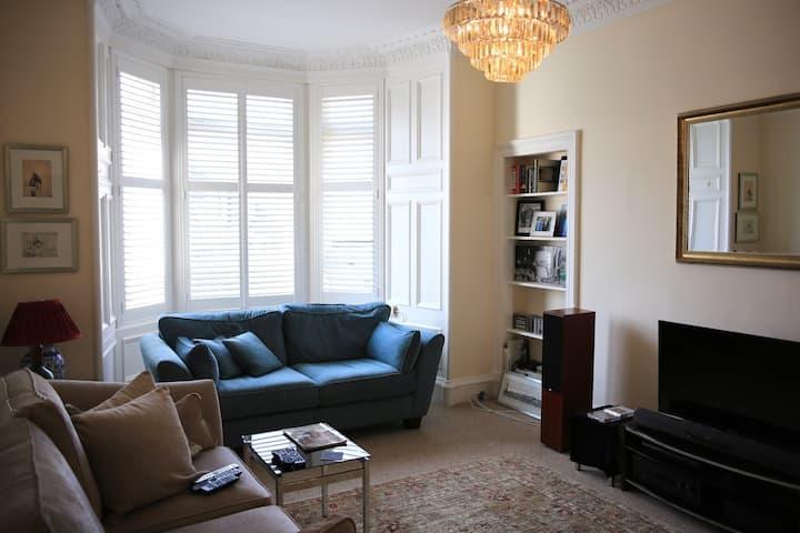 Beautiful Apartment in Polwarth area of Edinburgh