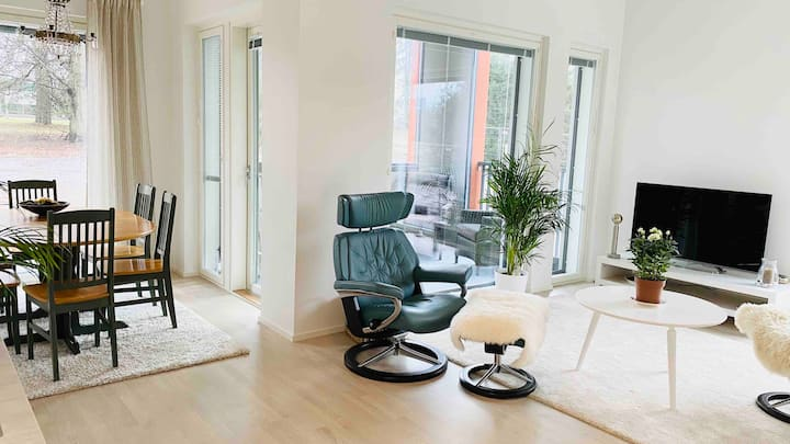 BRAND NEW apt. 10min from airport, P-place incl.