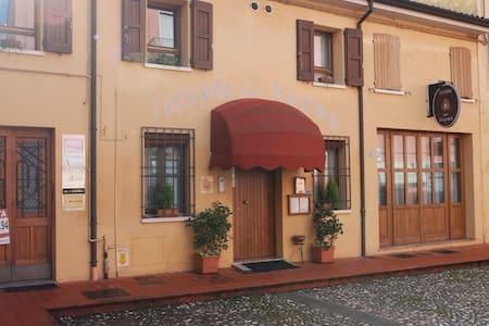 Camera privata con bagno privato - Portomaggiore - Гестхаус