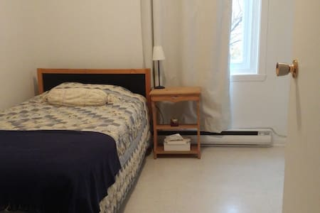 3 mins from Downtown, Inviting Room, Quiet Space - Montréal