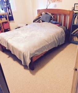 Guest room in west-end house, wifi, breakfast - Ottawa