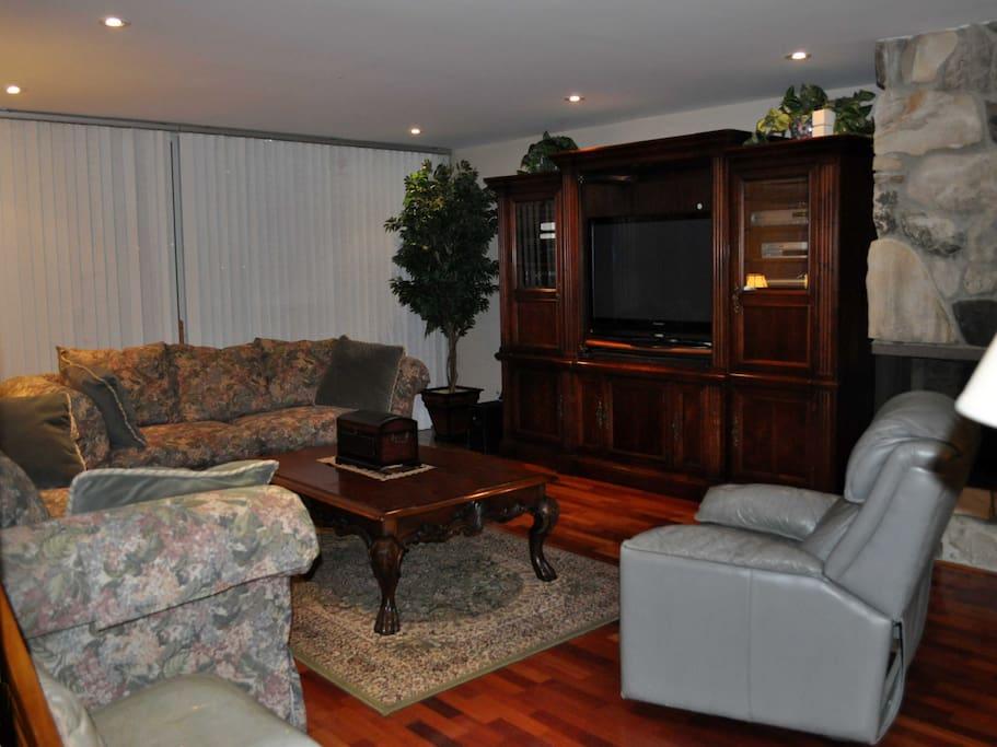 Luxury 3 Bedroom 2 5 Bath In Best Location Apartments For Rent In Santa Monica California