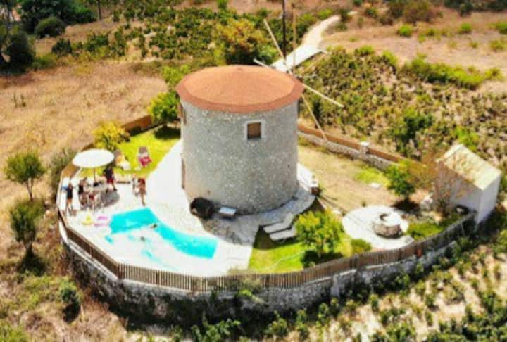Anemomilos Villa For honeymooners, seeking privacy