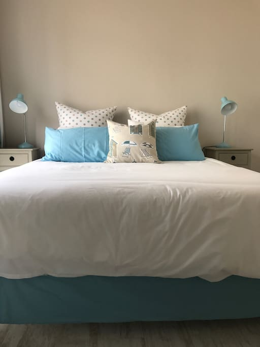 Super comfy queen-size bed and percale cotton linen.
