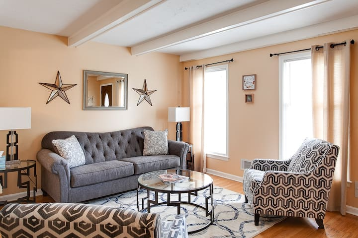Louisville Derby House | Groups Welcome | Suburban