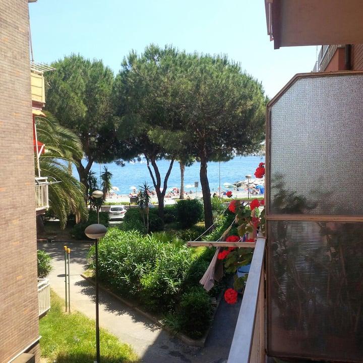 Appartamento a 30 mt dal mare terrazzo  vista mare