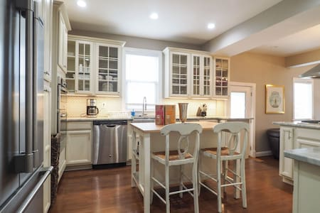 New Whole House 7 Bed/6 Bath House Just Outside DC - Hyattsville - Haus
