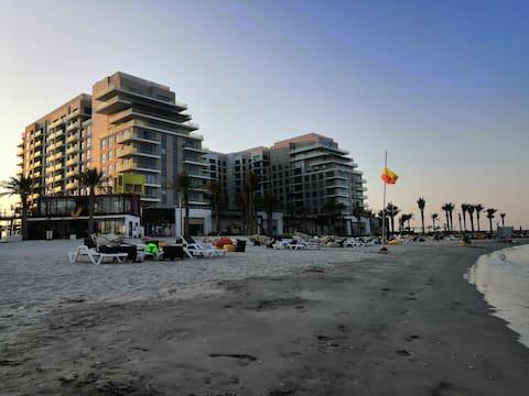 1 BR Marassi Shores Beach Front Apt,WiFi-Gym-Pool