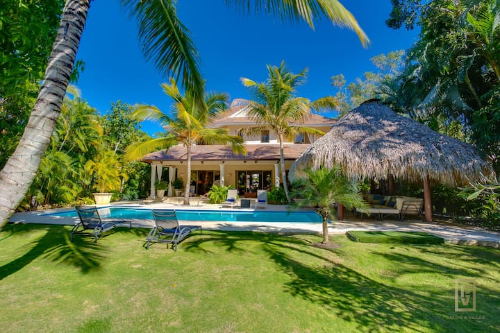 Tropical & Colonial Villa in Puntacana Resort