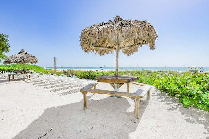 Coconuts Beachfront #106 - Right on the Sand! Incredible Views!