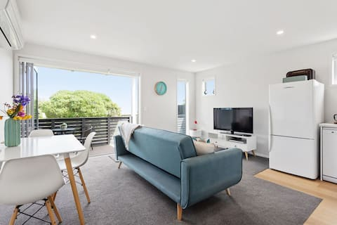 Modern Beach Unit - Relax and Unwind in Style
