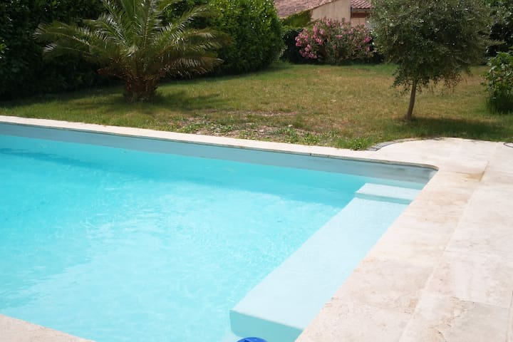 Charmant studio avec piscine cœur de Provence