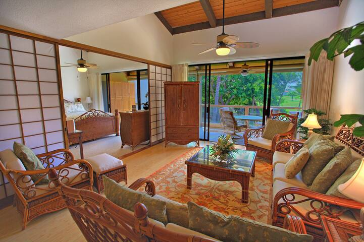 Huge Kona Condo - Fit for a King! - Kailua-Kona