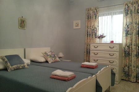 Room with private bathroom. - Marsaskala - Bungalou