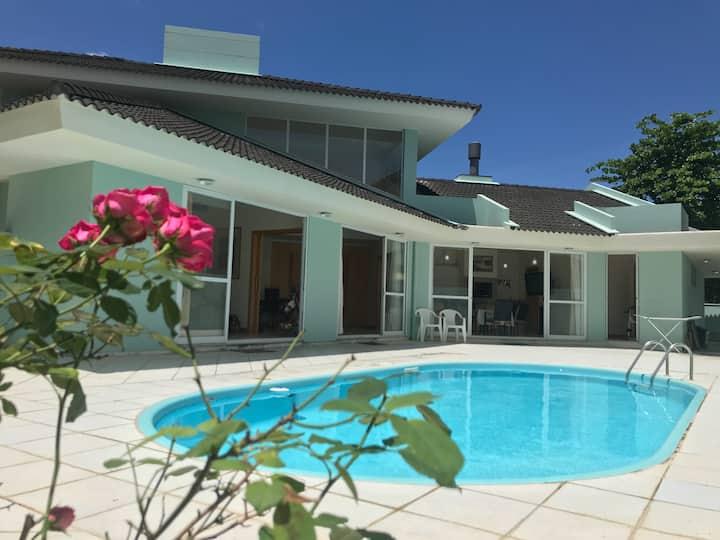 Casa, 1er piso, amplia, con piscina, super ubicada