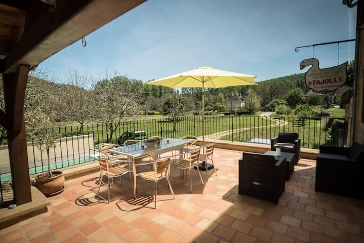Comfortable home and pool nr Sarlat