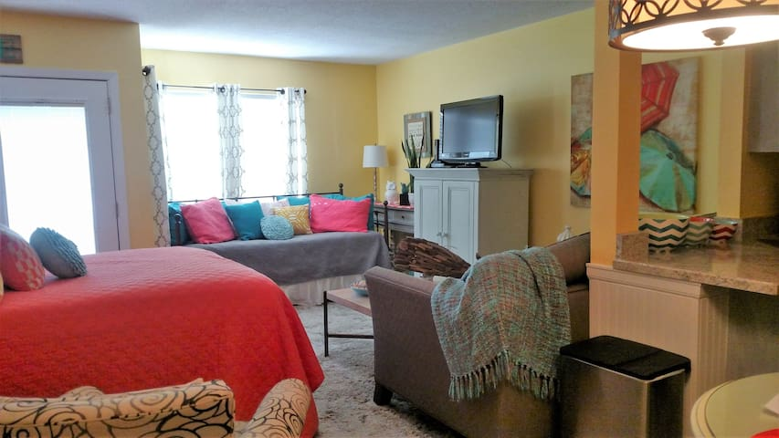 Cozy Studio close to the beach and many amenities - Destin - Appartement en résidence