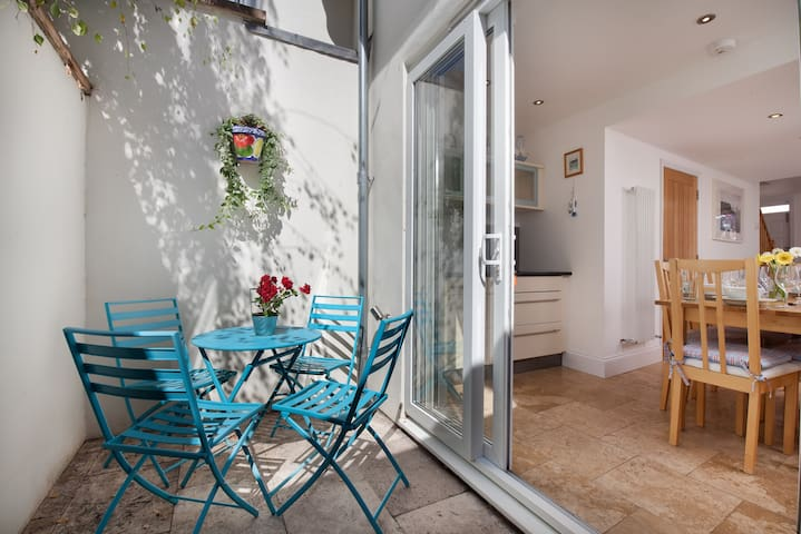 Coastguard Cottage ~ idyllic beach house living! - Shaldon - Huis