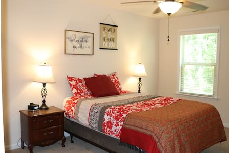 Private room near Lake Wylie and outlet mall
