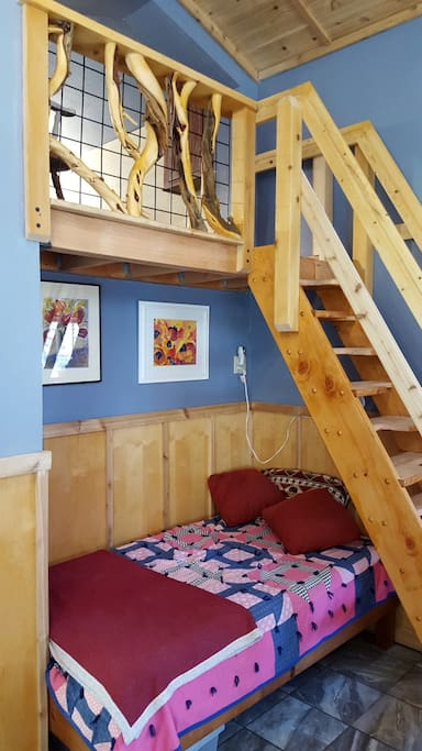 Sleeping Loft w/Double//Single Bed under stairs