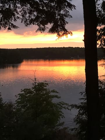 Lakefront getaway in  beautiful  North Kawartha