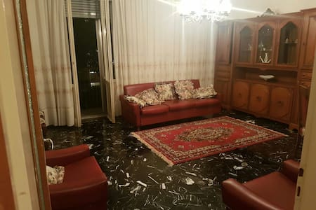 Large private single room with a Sofa bed & closet