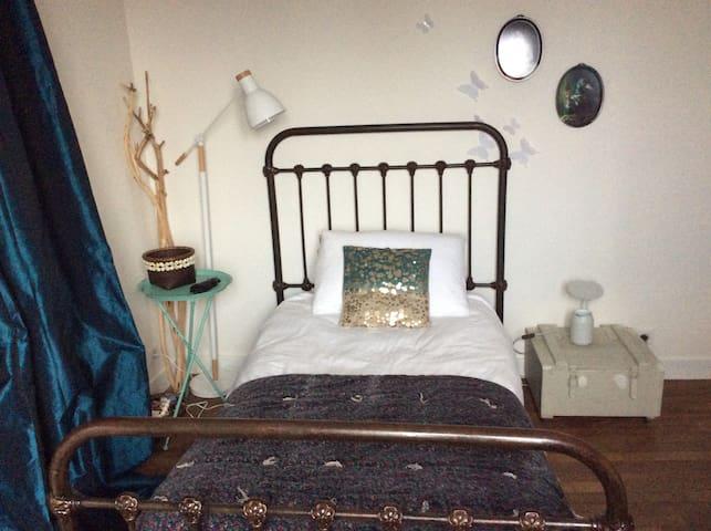 Chambre cosy avec vue sur jardin - Chanteloup-les-Vignes - Hus