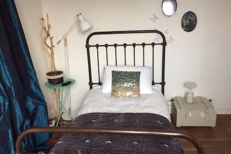 Chambre cosy avec vue sur jardin - Chanteloup-les-Vignes - 一軒家