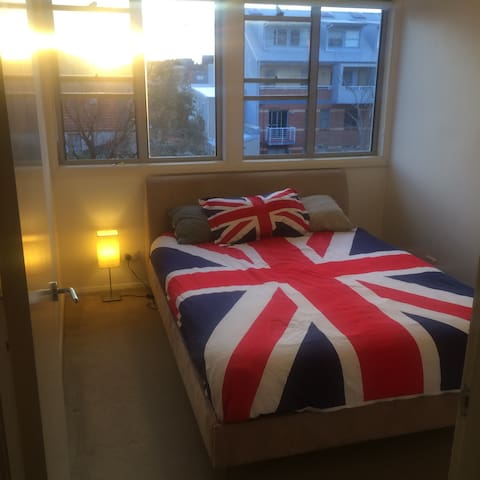 Beautiful bedroom with own bathroom - Redfern - Apartment