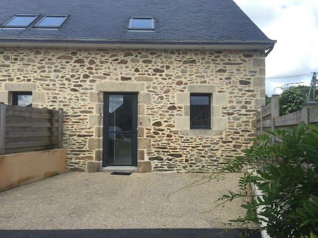 Petite maison en pierre en campagne - Plouédern - Daire
