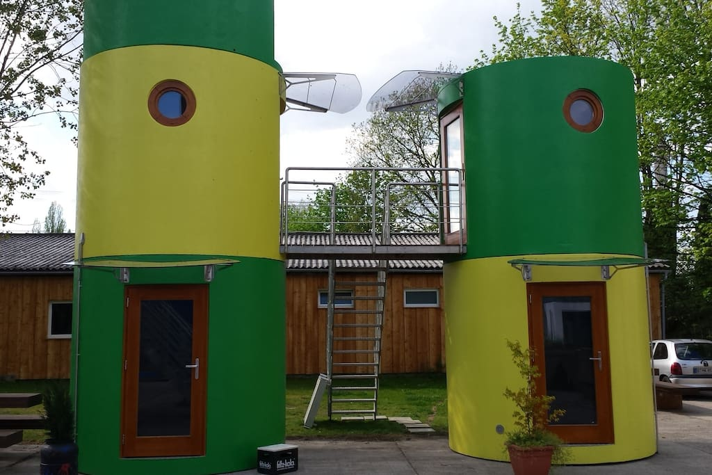 small tower tiny houses for rent in berlin berlin germany. Black Bedroom Furniture Sets. Home Design Ideas
