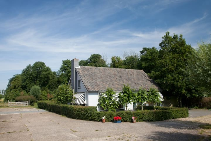 Slapen in Zeeland, heerlijk huis met uitzicht&tuin