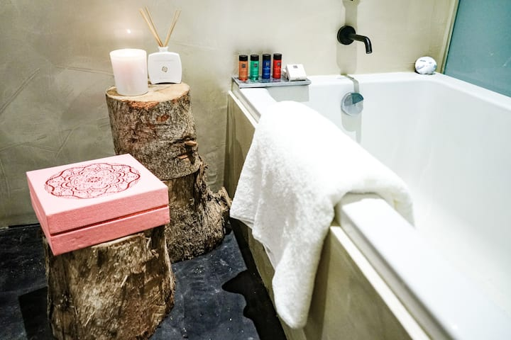 Central Valletta Rituals Spa and Massage Suite 402