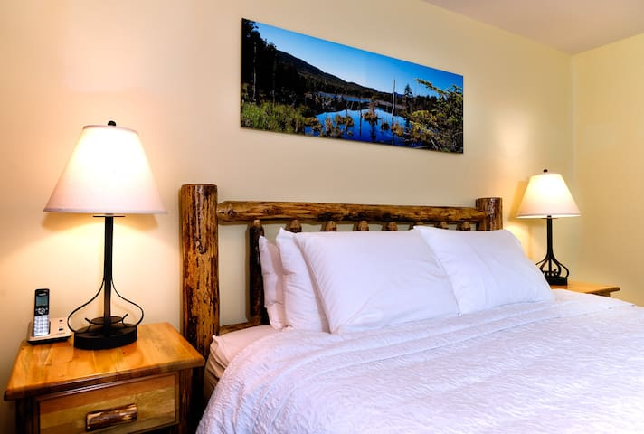 Adirondack Spruce Lodge - Premium King Resort View
