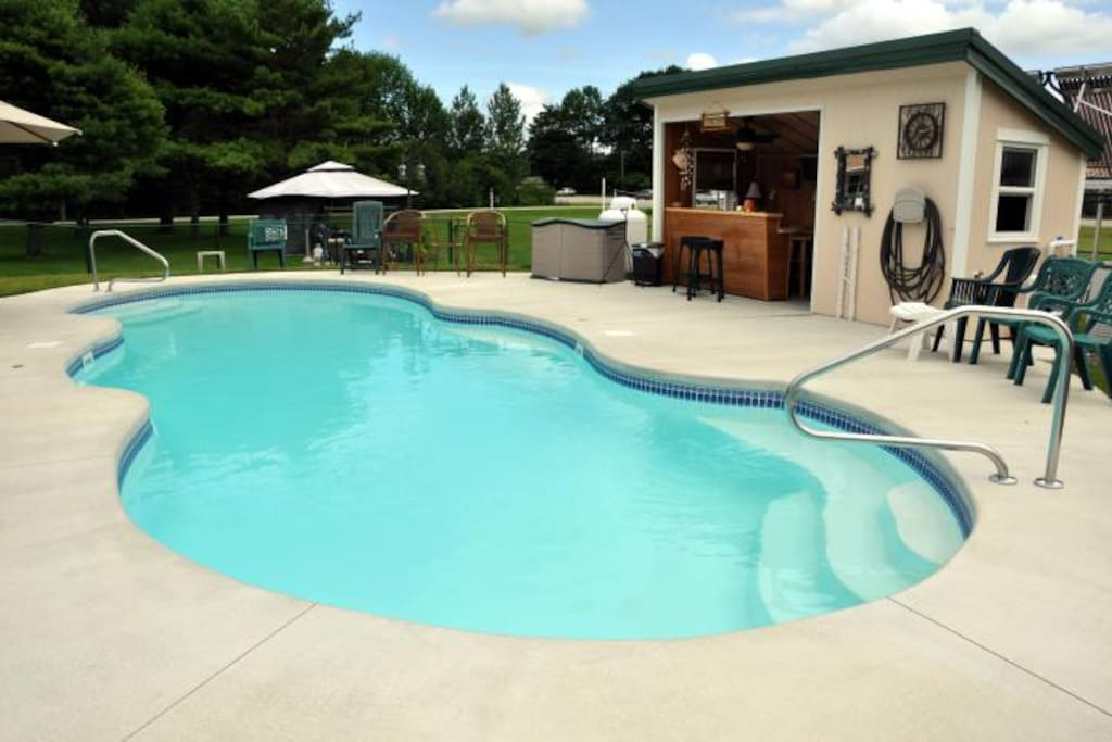 Beautiful, CLEAN pool area...