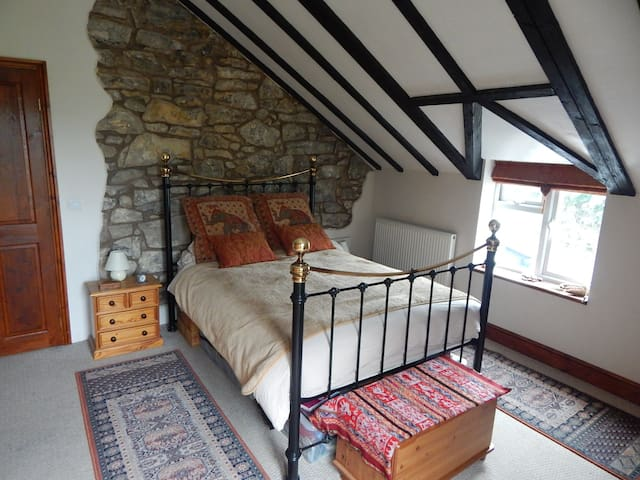 Large Double ensuite room with stunning views - Gwynfryn - Casa
