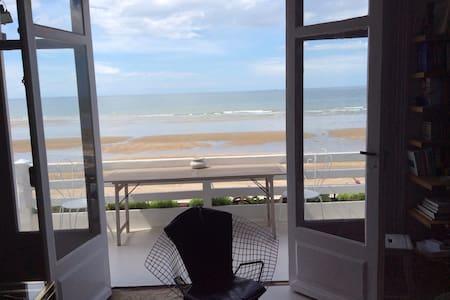 Appartement pieds ds l'eau, vue mer spectaculaire - Blonville-sur-Mer - Huoneisto