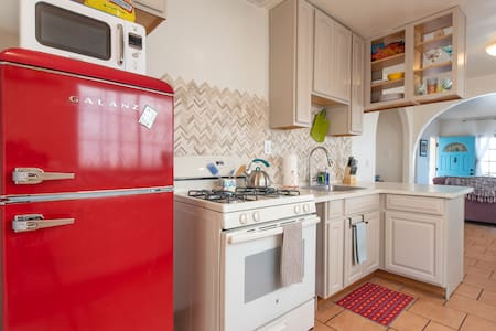 Private, Pet-friendly hideaway. Steps from OB Pier